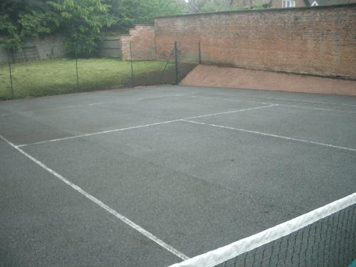 زمین آسفالت تنیس