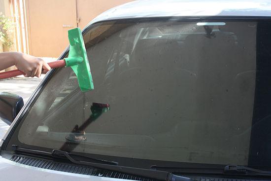 پاک کردن شیشه ها با سرکه
