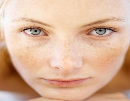 خطرات استفاده از لوازم آرایشی
