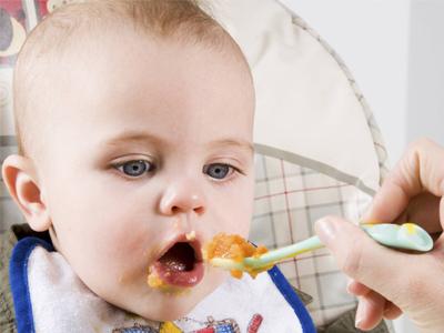 آغاز غذا خوردن کودک