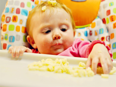 غذا خوذدن کودک