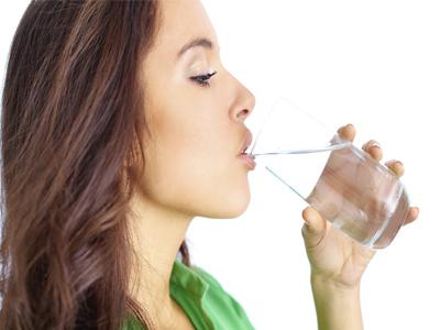 فواید نوشیدن آب داغ