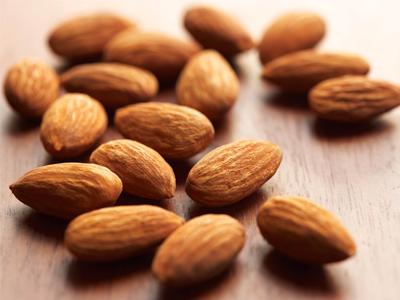 عوارض مصرف بادام تلخ