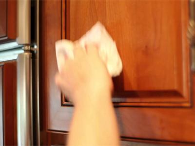 تمیز کردن درب کابینت